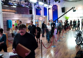 Sellers await their turn with an expert Appraisers on the set of PAWNATHON CANADA.
